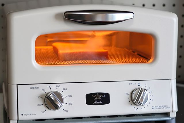 グラファイトヒーターがわずか0.2秒で発熱することで、庫内が一気に高温に