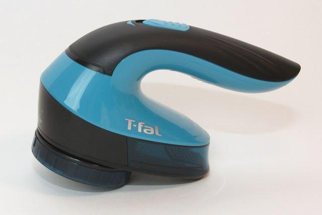 ティファールの毛玉クリーナーは小型でオシャレ! 動力は単3アルカリ乾電池2本です
