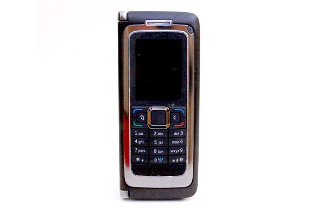 山根氏が「墓石にしたい」とまで言った「Nokia E90 Communicator」