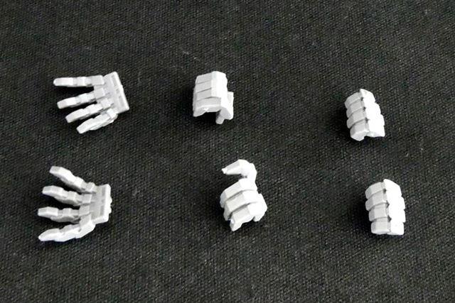 交換用の手首パーツは3パターンが付属。ライフルなどをしっかり保持できるダボ穴も付いています