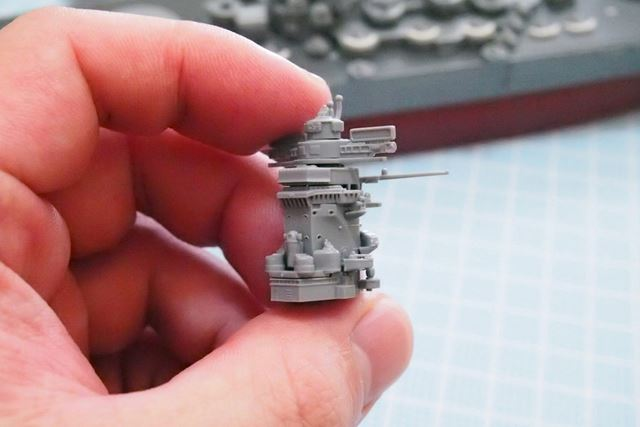 艦橋が完成。これでも旧海軍の戦艦としてはシンプルですね