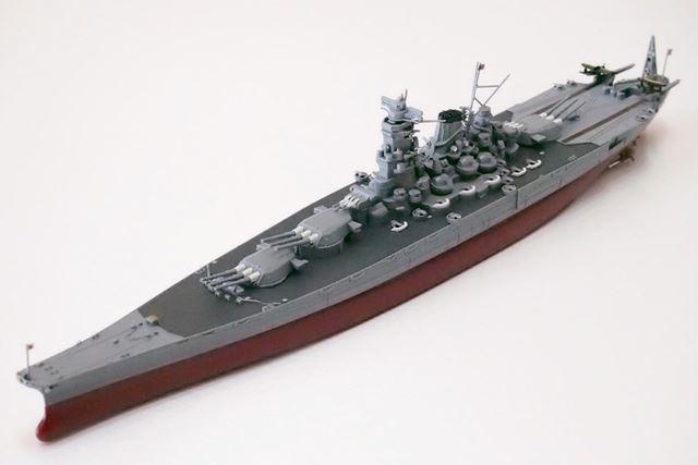 完成した武蔵、左前方から。重厚さと流麗さを兼ね備えた大和型戦艦のシルエットにウットリ……