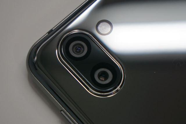 メインカメラは、「AQUOS R2」と同様、動画専用と静止画専用に分けられたデュアルカメラだ