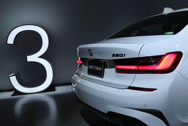 BMW 新型「3シリーズ」(320i)のリアイメージ