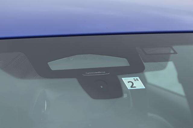 BMW 新型「3シリーズ」に搭載されている三眼カメラ