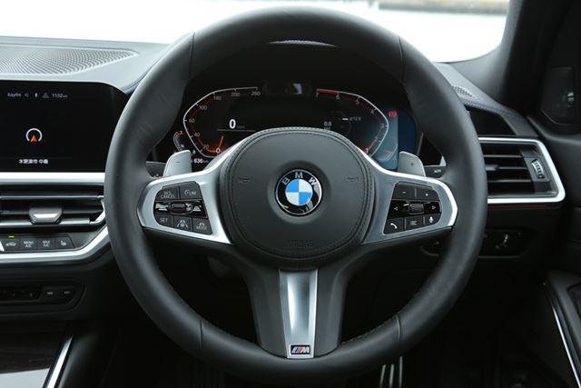 BMW 新型「3シリーズ」M Sportのステアリングは太く、手の小さなドライバーでは握りづらく感じる
