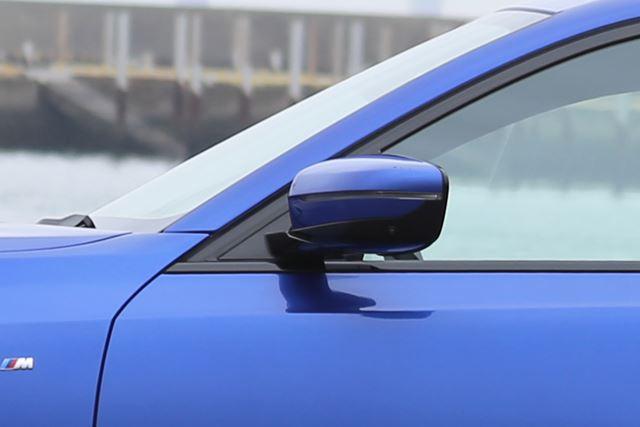 BMW 新型「3シリーズ」のドアミラーは、Aピラーにマウントされているので、斜め前方に死角が発生してしまう