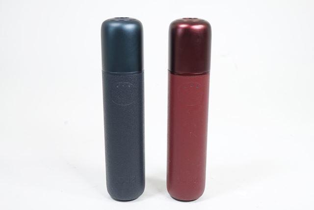 ネイビーブルー(左)とワインレッド(右)