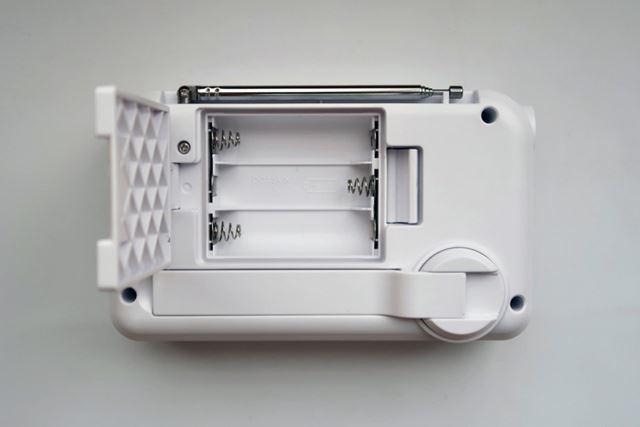 電源には乾電池(単3×3)やモバイルバッテリー(USB micro-B)も利用できる