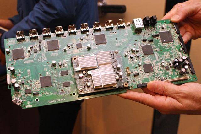 デジタル基板全体。DSP部には、シーラスロジックの32bitクアッドコアDSP「CS49844A」を搭載