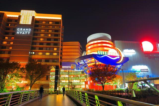 キャナルシティ博多(写真)などの商業施設や、ホテル、物流施設と幅広く投資している「福岡リート」(8968)も総合型リートのひとつ