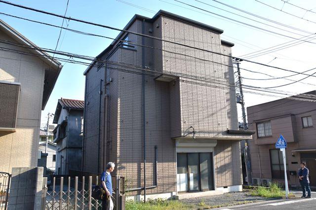 永津氏が建てたマンション。1階に、ギャラクシアン3が設置されている