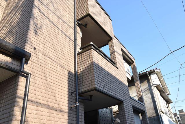 3階は賃貸マンションとして提供している。その家賃収入で、ローン返済をまかなうという仕組み
