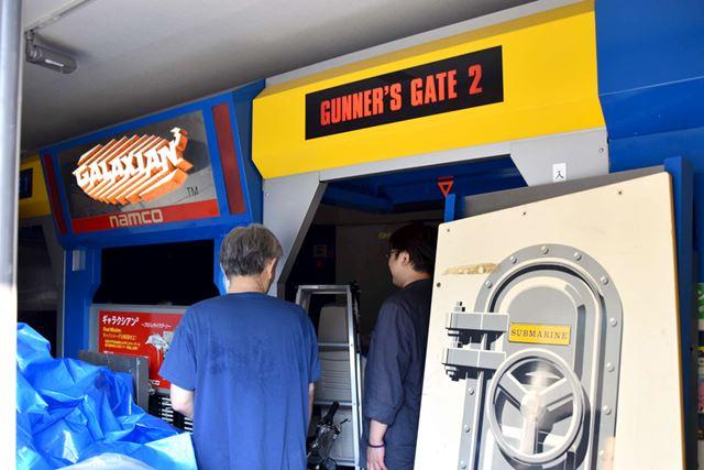 1階のドアを開けると、すぐ目の前に、ギャラクシアン3の入り口がある