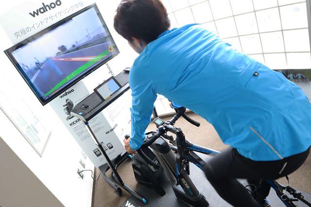 Wahooジャパンのオフィスには、室内トレーニング用のセットが設置されている