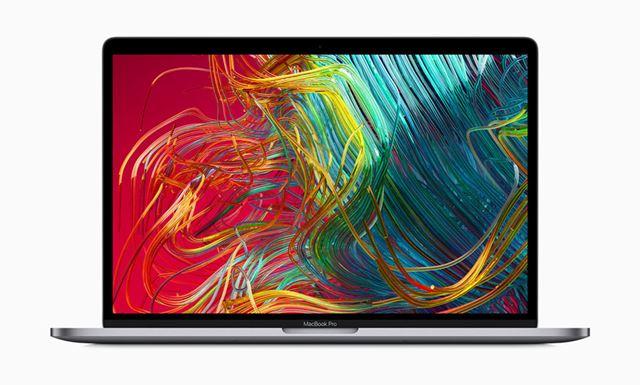 アップルは、初の8コア搭載「MacBook Pro」を発表した