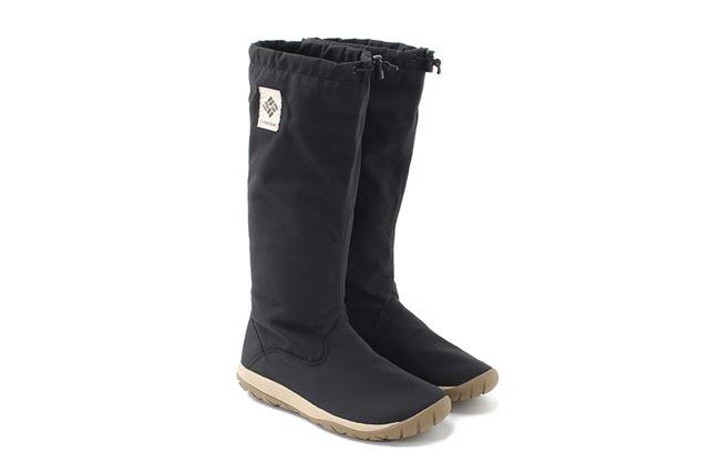 ヒザ下までの長いアッパーが、長靴のように雨や水しぶきから足をしっかりと守ってくれる