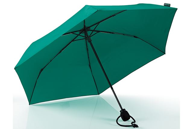 折りたたみ傘としては十分なサイズが魅力。また、丈夫さと軽量性も両立している