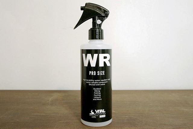 吹きつけるだけで撥水効果を長期間維持する耐久撥水ミスト。容量は300ml