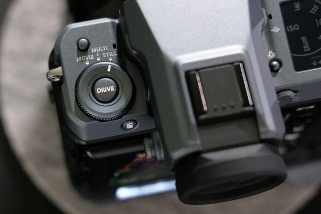 静止画/動画/マルチショットを切り替えられるドライブダイヤル