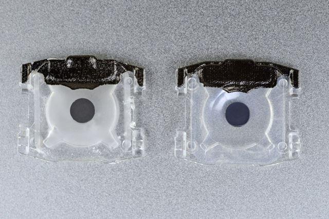左が2018年モデルの「MacBook」で、右が新型「MacBook Pro」(画像はiFixitより)