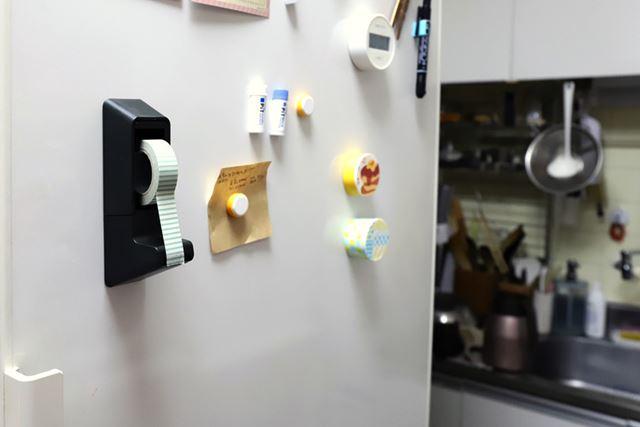 マグネットで冷蔵庫などに貼れるため、置き場所を選ばない