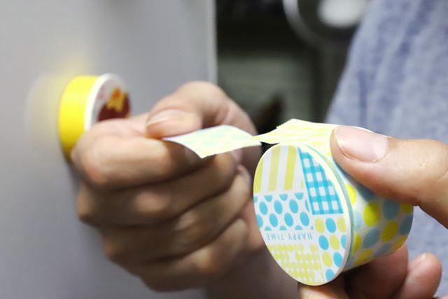 養生テープの特性で、テープカッターを使わなくても手で簡単に切れる