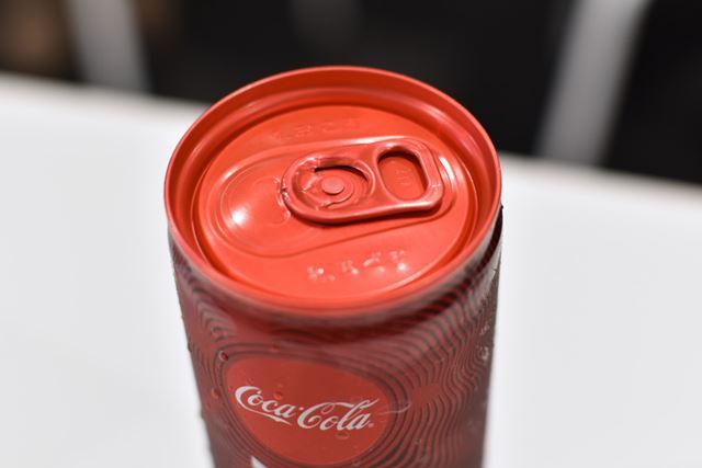 プルタブ周りは、缶には珍しいレッドを使用