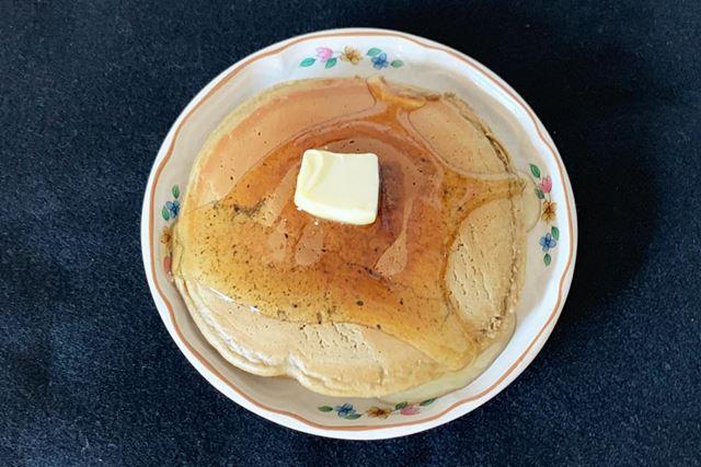いい感じで焼きあがりました。バターとハチミツをかけていただきます