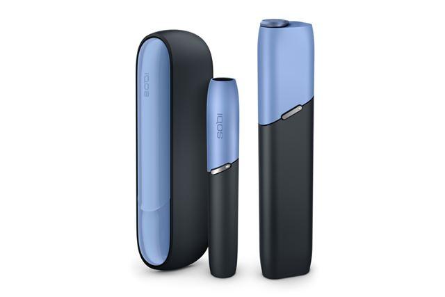 アイコスの最新機種である「アイコス 3」(左)と「アイコス 3 マルチ」(右)