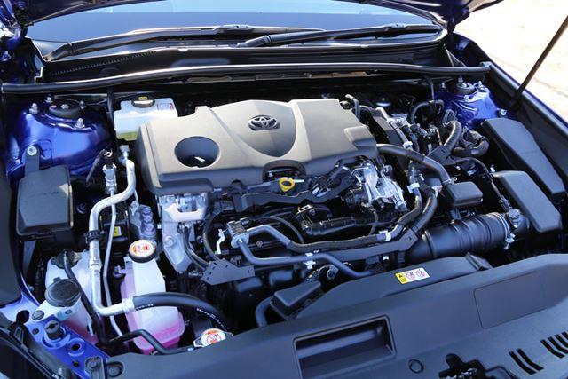 トヨタ「カムリWS」のエンジンルーム