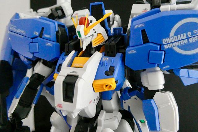 白い胸部のアーマーはEx-S専用パーツです