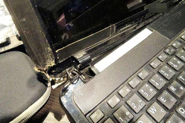 ノートパソコンのヒンジの故障