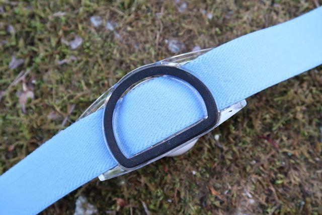 本体裏に位置する半円形のクッション素材。丸いほうを上にして頭部に当てて使う