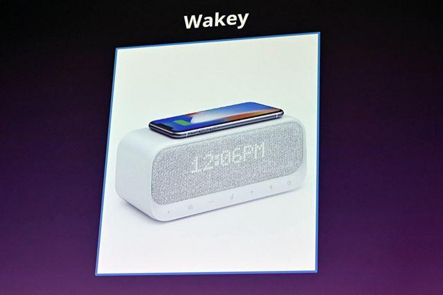 目覚まし機能、ワイヤレス&USB充電機能などを備えた「Wakey」