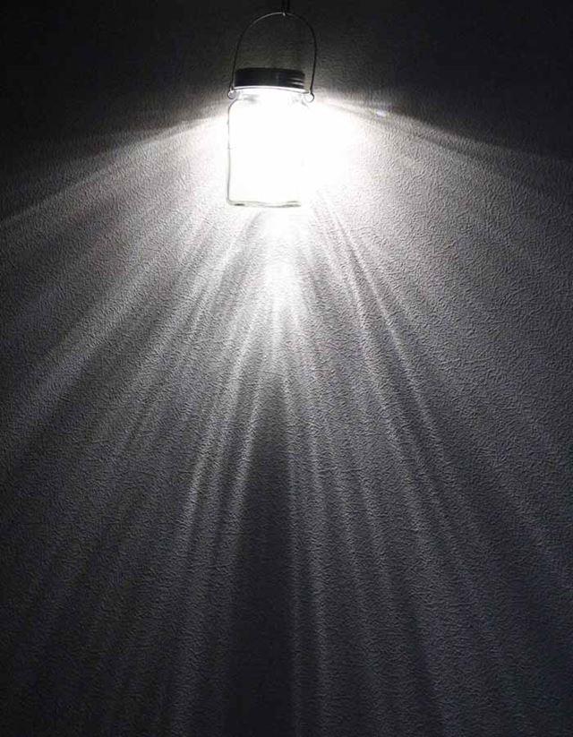 置きもいいですが、吊すと光が降り注ぐように広がり、うっとりです