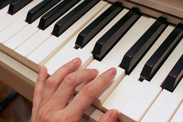 従来モデルから好評を博す、象牙調の「RHIII鍵盤」を採用