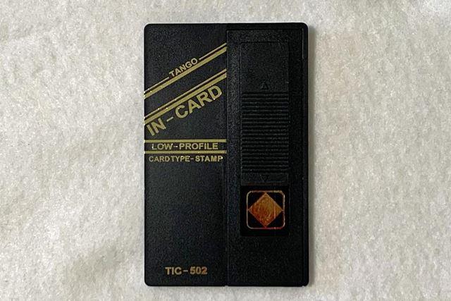クレジットカードよりも少し小さいサイズです