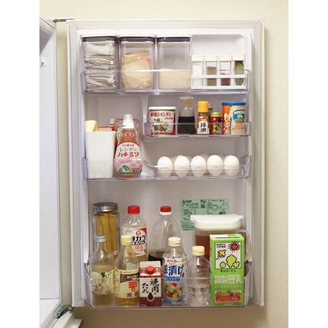 冷蔵室のドアポケットはほかの場所より食品の入れ替えが少ないので、使いやすい配置を確立しておきたい!