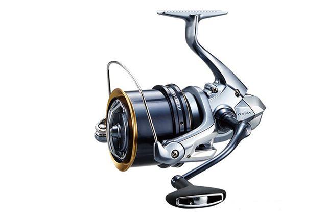 「フリーゲン」は35極細仕様、35細糸仕様、 SD35標準仕様をラインアップ。真鯛にはSD35標準仕様で挑みたい