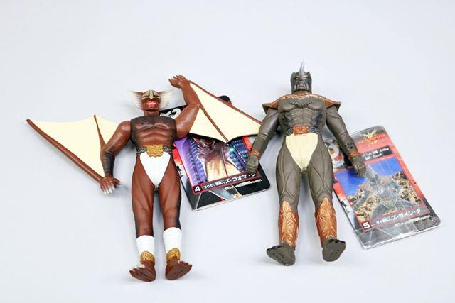 こちらも仮面ライダークウガの「グロンギ怪人」より。左からズ・ゴオマ・グ(コウモリの怪人)とズ・ザイン・ダ(サイの怪人)