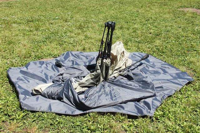 グランシートの上にテントをセット