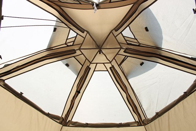 インナーテントの天井部をメッシュにできるので、通気性はバッチリです