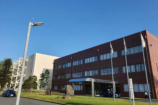 JT東海工場。背後にある建物が工場