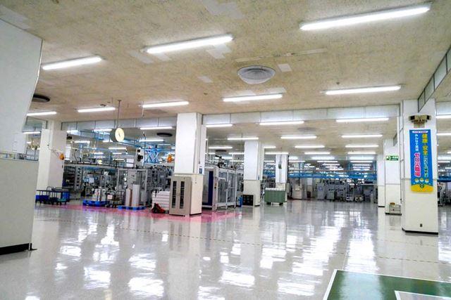 東海工場の内部。ややガランとした印象もあるが、既存設備の他工場への移行などを行っているそうだ