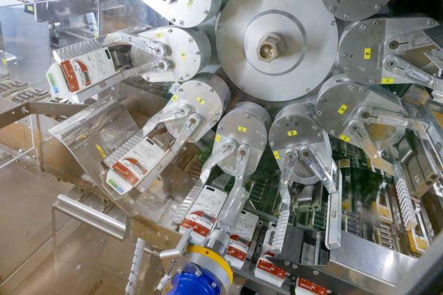 カートリッジとカプセルが同時に小箱に封入され、折りたたまれる