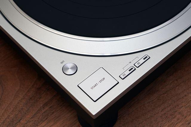 オーディオファイル向けの製品ということで、ボタン周りはかなりシンプル