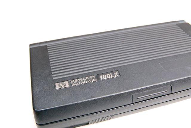 HP100LX(※画像は「PDA博物館」より)。ソニー版のLXが出たら、どのようなデザインだったのだろうか
