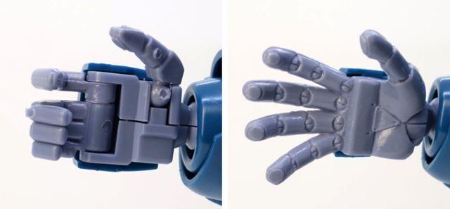 手首パーツは指が独立して動くタイプと、表情付き平手パーツが左右分付属します