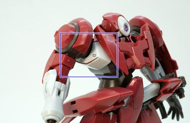 こちら「HGジンクスIII(アロウズ型)」。本来、枠内のパーツはほぼ全面に白いシールを使います